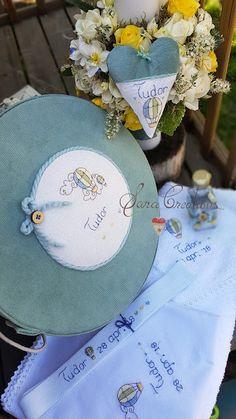 "Sara Creations - set botez personalizat, broodat manual "" Baloane cu aer cald "" : trusou botez, Lumanare botez florala, cutie trusou / amintiri botez"