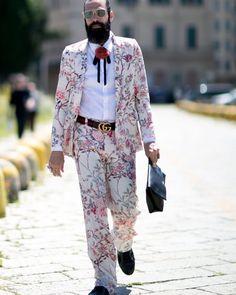 This man has stolen my look! @gucci @theimpression_ #gucci #guccicruise #guccifloralsuit #floralsuit #mensstyle #menswear #mensfashion #pittiuomo #firenze #mensspring2017 #streetstyleswipe #streetfashion #streetstyle #style