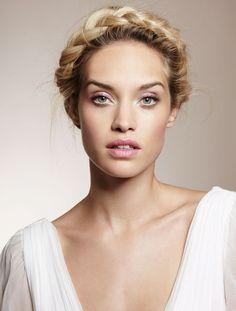 Valitse suosikkisi Ellen kauneuslookeista ja voit voittaa kosmetiikkapalkinnon.