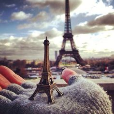 Discovered by 𝑎𝑑𝑣𝑒𝑛𝑡𝑢𝑟𝑒 💫. Find images and videos about paris, france and eiffel tower on We Heart It - the app to get lost in what you love. Tour Eiffel, Torre Eiffel Paris, Paris Eiffel Tower, Eiffel Towers, Eiffel Tower Photography, Paris Photography, Beautiful Paris, Paris Love, Beautiful Images