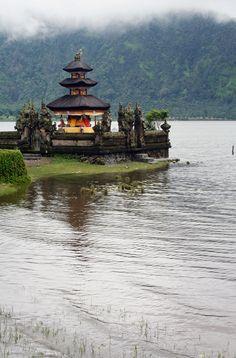 Bali Temple Landscape. Discover Bali now: http://amazingbali-vacation.blogspot.com