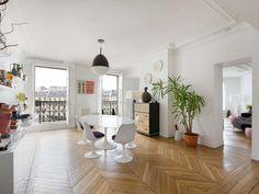 White Oval Dining Table - Daniel Féau Conseil Immobilier