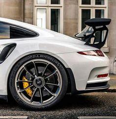 Porsche GT3 RS με ειδική απλώστρα για τα ρούχα