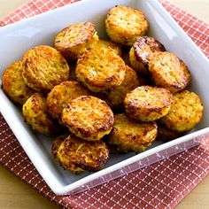 Cheesy Baked Cauliflower Tots (Low-Carb, Gluten-Free) ~ Bite-sized and delicious, these Cheesy Baked Cauliflower Tots are great for a snack or a low-carb side dish! ~ Makes 24 small Cauliflower Tots Low Carb Recipes, Vegetarian Recipes, Cooking Recipes, Healthy Recipes, Kitchen Recipes, Vegetarian Italian, Veggie Dishes, Vegetable Recipes, Veggie Food