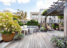 How can you create a rooftop garden design? The rooftop garden is one area that is very comfortable if you can make it a very shady garden. Because on this rooftop, you can easily enjoy and relax i… Rooftop Terrace Design, Rooftop Deck, Terrace Garden, Rooftop Gardens, Terrace Ideas, Sky Garden, Penthouse For Sale, Luxury Penthouse, Penthouse Garden
