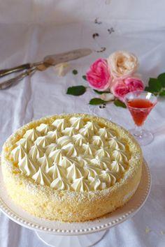 Torta cesto di fragole - fluffosa con crema diplomatica
