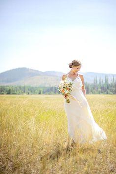 Bride wearing a @thejennypackham gown  (image: laurenbrownphoto.com via @luxemtweddings).