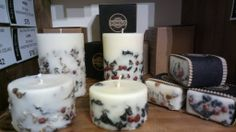 Handmade candles made from soy wax with Icelandic moss and rowan berry, by Railis Kotlevs.  www.etsy.com/fr/shop/Railis