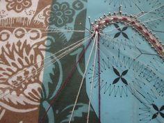 lepoint de tige en dentelle aux fuseaux Bobbin Lace Patterns, Le Point, Different Colors, Briefs, Points, Lace Making, Rap, Lace, Bobbin Lacemaking