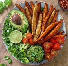 Dinner 1 or 😋🥗 Potato fries or wedges.😏❤️ ⠀ Dinner bowl loaded with baked sweetpotato fries, lettuce, tomatoes, guacamole and avocado🤤 ⠀ Bowl loaded with roasted potato wedges and vegetables& Fried Potatoes, Roasted Potatoes, Guacamole, Healthy Takeaway, Calories Shrimp, Veggie Rolls, Roasted Potato Wedges, Dinner Bowls, Dinner Ideas