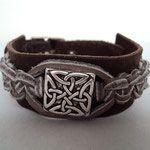 Leren armband met Keltisch teken en gespsluiting