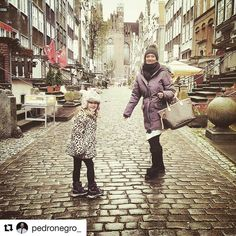 Morsdag i dag i Norge. It is Mother's Day today in Norway. Happy Mother's Day to all moms  #reiseblogger #reiseliv #reisetips #reiseråd  #Repost @pedronegro_ with @repostapp  Isabella and my love @millapia1301 in Gdansk some time ago  What a great little place to hang around in!  #travel #traveling #travelblog