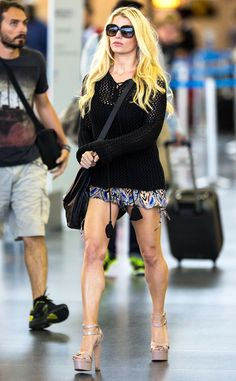 Jessica Simpson toned legs in tiny shorts and platform heels