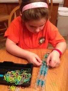 A pediatric occupational therapist explains why Rainbow Loom is such a good toy for kids. #MichaelsRainbowLoom