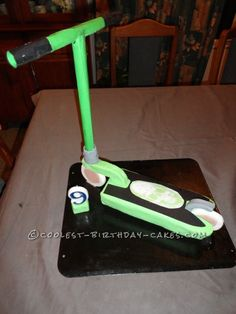 I started this MGP Scooter Cake by making a rectangle cake (in a lamington size tin) then cut it into the size I wanted for the deck of scooter. Harry Birthday, 14th Birthday, It's Your Birthday, Birthday Parties, Birthday Ideas, Skateboard Party, Roblox Cake, Rectangle Cake, Incredible Edibles