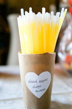 Knicklichter für die Hochzeit! Foto: http://frauherz.de