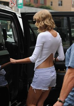 Taylor Swift - adorable choppy wavy bob