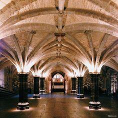 Caché au coeur du centre financier de la City, Guildhall est un petit joyau médiéval qui a plus de 800 ans et malgré son âge, toujours utilisé. Autrefois Guildhall était en quelque sorte la Mairie de la City, achevé en 1429. C'est d'ailleurs l'un des...