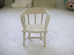 这个木椅子的教程在早些时候post在娃娃屋协会那里了, 现在才搬过来:) ------------------------------------------------------------------------   这个椅子需要用到厚纸板, 纸卡,木条, 牙签, 压克力颜...