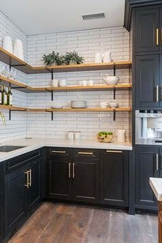 Farmhouse kitchen Renovation - Trend Alert AllStainless Is Out and Mixed Metals Are In. Home Decor Kitchen, Interior Design Kitchen, Home Kitchens, Decorating Kitchen, Kitchen Designs, Country Kitchen, Home Design, Diy Kitchen Ideas, Condo Kitchen
