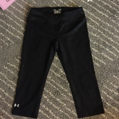 Under Armour heat gear Capri tights Under Armour Capri tights with reflective detail. Never been worn Under Armour Pants Leggings