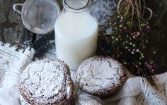 Pour les fans de chocolat et de café, une recette toute spéciale qui combine les deux. Résultat: des muffins parfaits pour le petit-déjeuner! Muffins, Scones, Glass Of Milk, Biscuits, Desserts, Food, Ground Turkey, Cinnamon Tea, Morning Breakfast