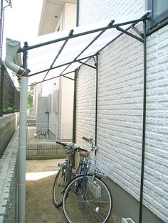 Front Door Entrance, Front Yard Fence, Backyard Cafe, Backyard Landscaping, Porches, Bicycle Storage, Small Outdoor Spaces, Bike Shed, Garden Deco