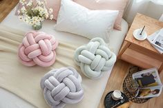 Fashion Creative Cushion Lovely Cartoon Knot Ball Cushion Pillow Kids Stuffed Toys Gift Home Decoration Pillow Sofa Car Cushions Throw Pillows Bed, Bed Throws, Diy Pillows, Neck Roll Pillow, Knot Pillow, Knot Cushion, Cushion Pillow, Lumbar Pillow, Baby Calm