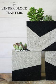 DIY Painted Cinder Block Planters (Little Miss Momma) Painted Cement Patio, Concrete Patio, Painting Cement, Diy Painting, Cinder Block Garden, Cinder Blocks, Cinder Block Paint, Cinder Block Ideas, Cinder Block Furniture