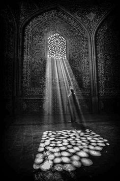 Black & White Photography Inspiration Picture Description Light beams on a cathedral floor. Black White Photos, Black And White Photography, Light And Shadow Photography, Street Photography, Art Photography, Pattern Photography, Inspiring Photography, Lifestyle Photography, Digital Photography