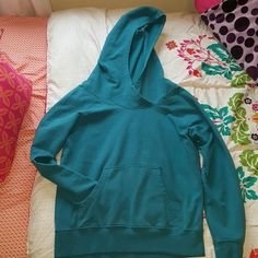 ☆SALE☆Patagonia Lightweight Hooded Monk Sweatshirt Preloved and still in great conditon- Teal color Patagonia Sweaters Crew & Scoop Necks