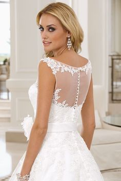 Wedding dresses by Ladybird Bridal are stylish, affordable and have the perfect fit. Also plussize sizes, vintage and bohemian bridal wedding dresses! Fashion Online Shop, Chelsea Wedding, High Society, Bridal Wedding Dresses, Boho, Love Is Sweet, Perfect Fit, Dream Wedding, Wedding Dreams