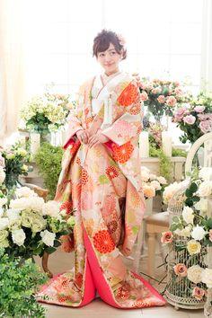 和装 Kimono Japan, Japanese Kimono, Traditional Fashion, Traditional Outfits, Asian Image, Japanese Costume, Wedding Kimono, Japanese Wedding, Traditional Wedding Dresses