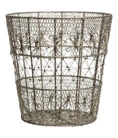 Kolla in det här! En trådkorg i metall. Höjd 24 cm, diameter upptill 25 cm. - Besök hm.com för ännu fler favoriter.