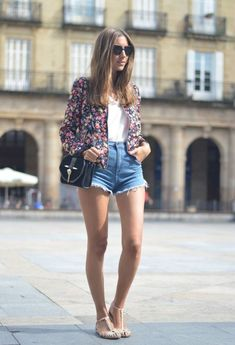 Outfit Combinations With Bomber Jacket.imagine the shorts not high-waisted Floral Blazer, Floral Jacket, Summer Wear For Ladies, Summer Outfits, Cute Outfits, Casual Outfits, Outfit Combinations, Look Chic, Fashion Outfits