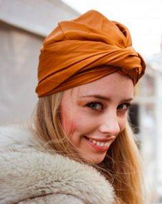 Veja como usar turbantes de forma atual e sofisticada.