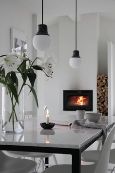 White marble and black steel, warm fire and fresh flowers