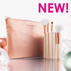New Designer Rose Gold Brush set contains  - Fan Brush - Brow Brush - Wing liner brush  - Blush brush plus the chic rose gold clutch bag .......just $22.90 with every $125 spend