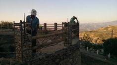 Vecinos construyen un teatro piedra a piedra para regenerar un pueblo perdido