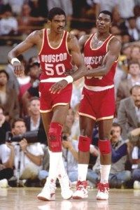 Ralph Sampson and Hakeem Olajuwon - Houston Rockets.(The Twin Towers) Houston Rockets Basketball, Fsu Basketball, Basketball Moves, Girls Basketball Shoes, Basketball Tickets, Basketball Pictures, Basketball Legends, Basketball Uniforms, Basketball Players