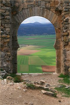 View from el Castillo de Gormaz in Soria, Spain I think it's time I go back Wonderful Places, Beautiful Places, Spain And Portugal, Old Doors, Culture Travel, Spain Travel, Places To Visit, Castle, Adventure