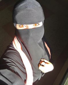 Niqab Eyes, Hijab Niqab, Hijabi Girl, Girl Hijab, Girl Photo Poses, Girl Photos, Vsco Video, Black Hijab, Arab Girls Hijab