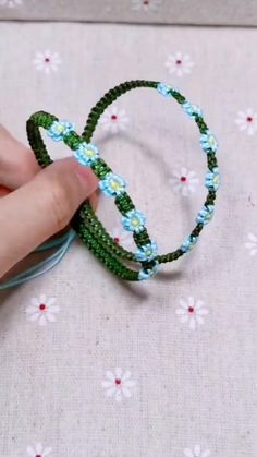Diy Bracelets Patterns, Yarn Bracelets, Diy Bracelets Easy, Handmade Bracelets, Diy Crafts Jewelry, Bracelet Crafts, Diy Bracelets Step By Step, Diy Friendship Bracelets Patterns, Bracelet Tutorial