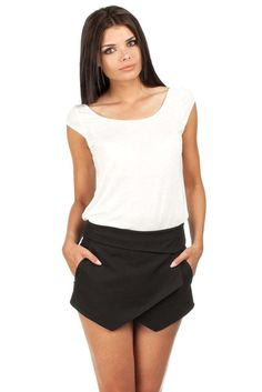 Spandex 5 % Polyester 65 % Viscosa 30 % Size Lenght Hips width Waist width L 32 cm 104 cm 82 cm M 32 cm 102 cm 78 cm S 31 cm 100 cm 74 cm XL 32 cm 106 cm 86 cm XS 31 cm 98 cm 70 cm Clothing Size Chart, Lingerie, Skirt Pants, Black Fabric, Cropped Pants, Casual Shorts, Short Dresses, Clothes For Women, Stylish