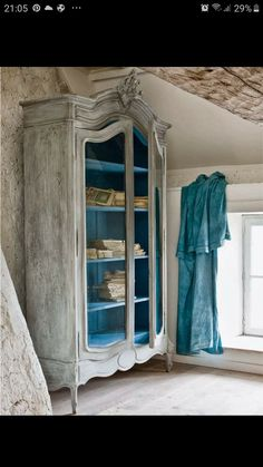A traditional piece of furniture gets another dimension of personality with an interior coating of royal chalk paint. French Country Dining Table, Rustic French Country, French Country Decorating, Shabby Chic Français, Shabby Chic Colors, French Furniture, Furniture Design, Armoire, Old French Doors