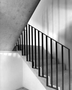 Durisch + Nolli _Casa per uno Scultore. Mendrisio - house and flat decorations Metal Stair Railing, Staircase Handrail, Stair Railing Design, Railing Ideas, Tile Stairs, House Stairs, Stairs Architecture, Modern Architecture, Modern Stairs