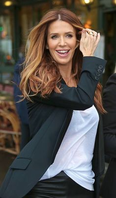 @Trish - DAiSYS & dots Matkin this isn't the pic I was looking for but it's the colour!! Poppy Montgomery - love the hair color!!