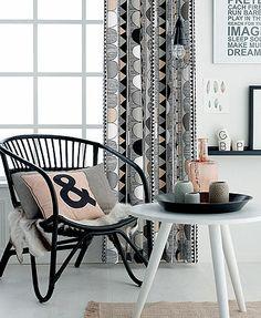 Vävd vit m svart/grå/rosa streckmönster - Stoff & Stil