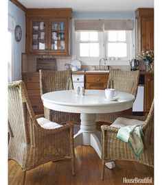 Simple+Breakfast+Nook+with+Wicker+Chairs+and+a+white+wooden+table