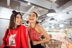 Shooting vlogger besties, Hannah Pangilinan and Janina Vela, as this month's felt like I had front-row access to an exclusive episode. Hannah Pangilinan, Besties, Bff, Front Row, October, Girls, Fashion, Toddler Girls, Moda